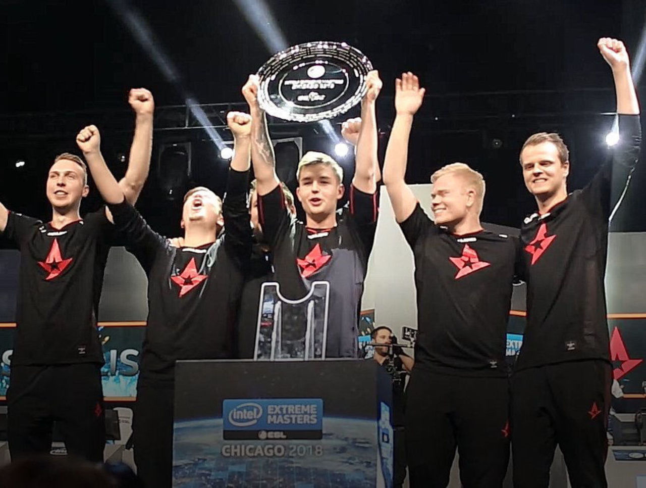 theScore esports Daily (Nov. 12): Astralis sweep Liquid to win IEM Chicago, kioShiMa added to C9's ESEA roster
