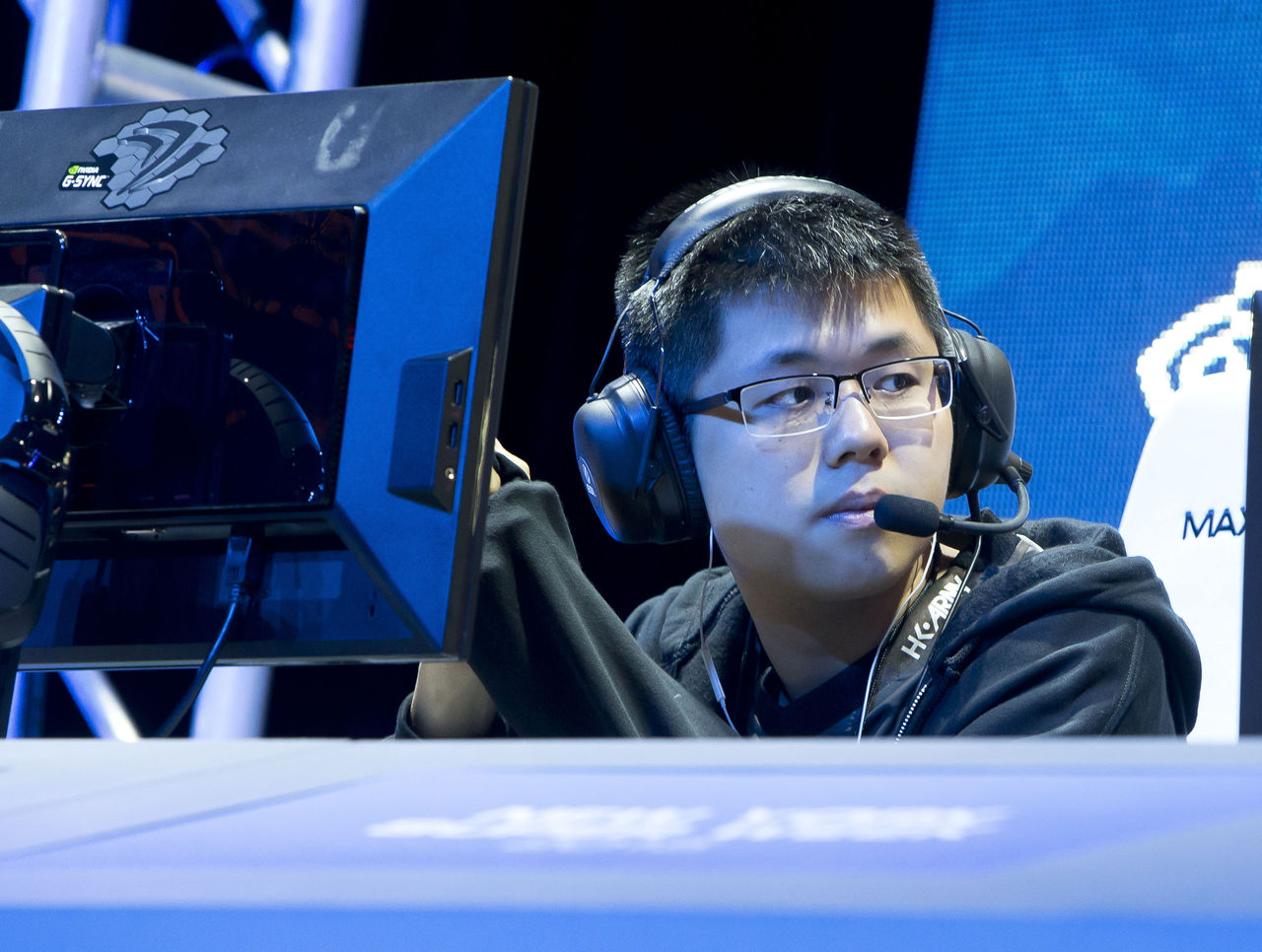 theScore esports Daily (Nov. 15): coL release EE and Sneyking as Skem gets benched, Heen officially steps down as Liquid's coach and SKT reportedly looking to reacquire Peanut