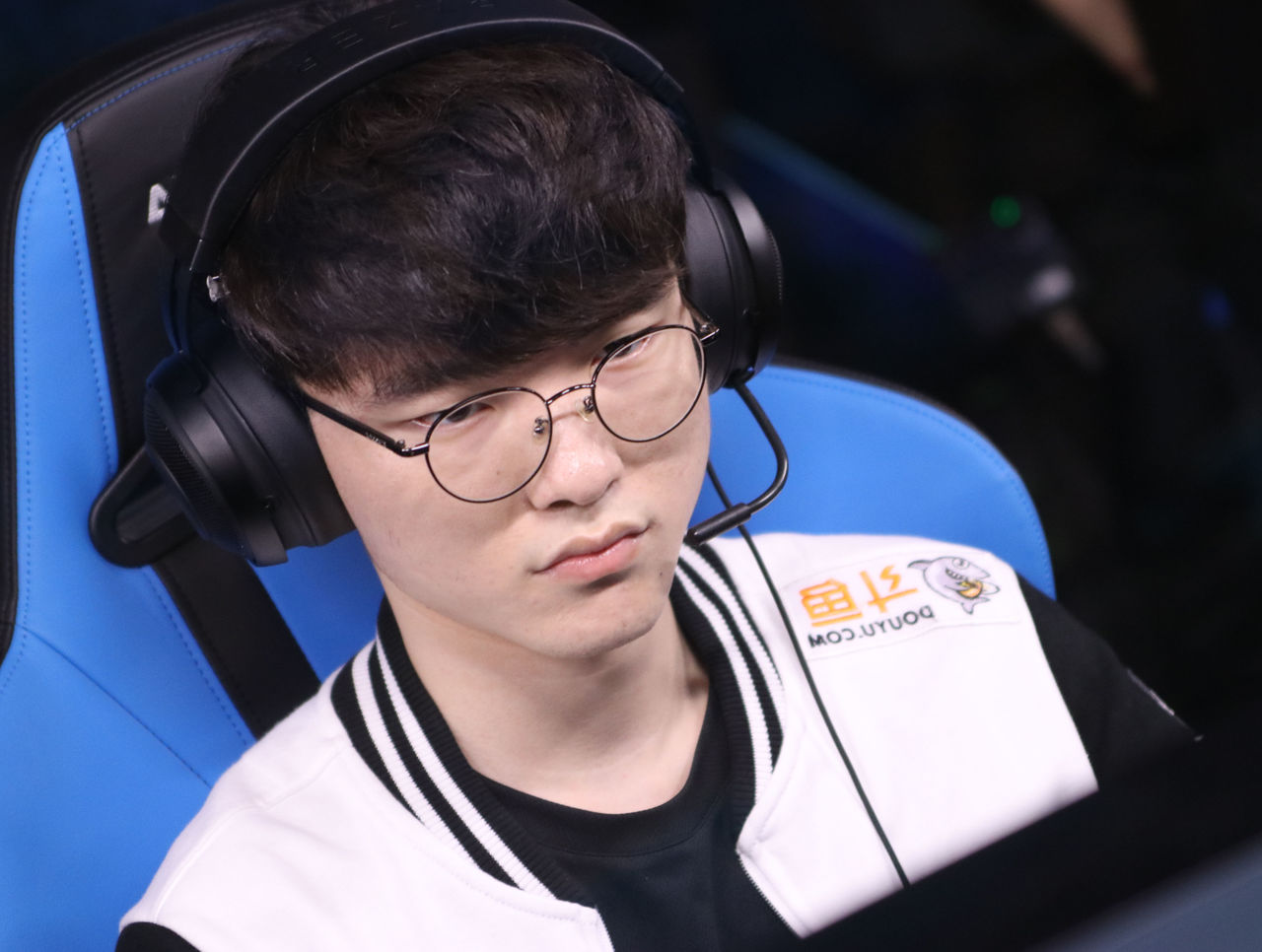 theScore esports Daily (Nov. 19): SKT drop seven players, Virtus.pro win in Kuala Lumpur and ana takes extended break
