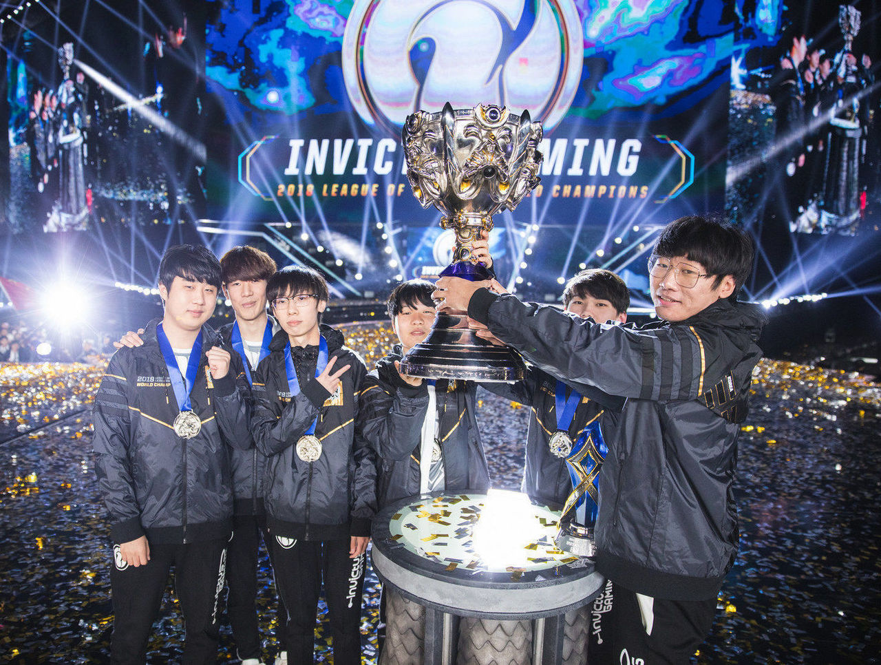 theScore esports Daily (Nov. 5): Invictus Gaming sweep Fnatic to win Worlds, Na'Vi victorious at BLAST and South Korea win third consecutive Overwatch World Cup