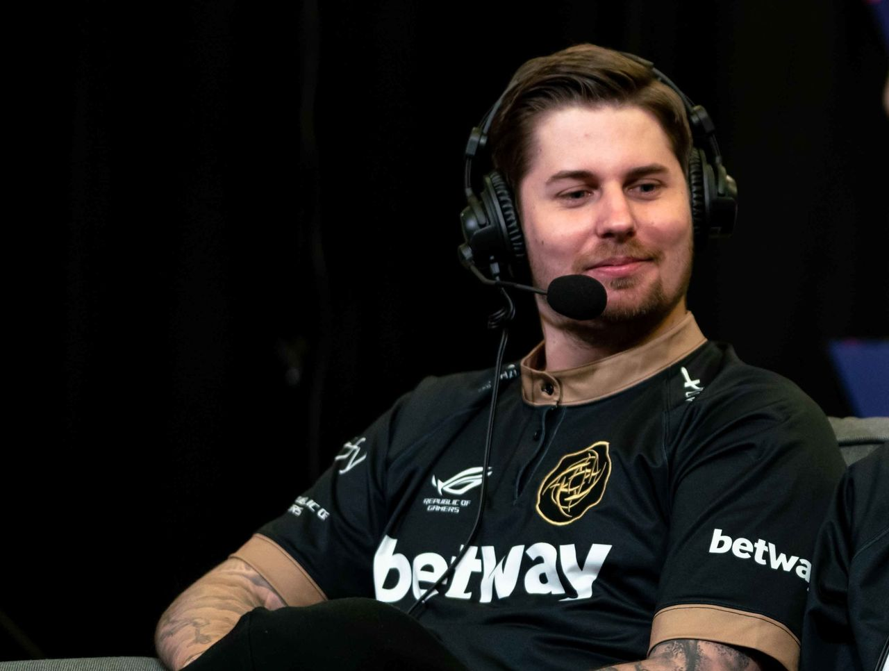 theScore esports Daily (April 10): dennis returns to NiP, multiple Dota teams drop out of ESL One Mumbai and The Weeknd now co-owns an esports company