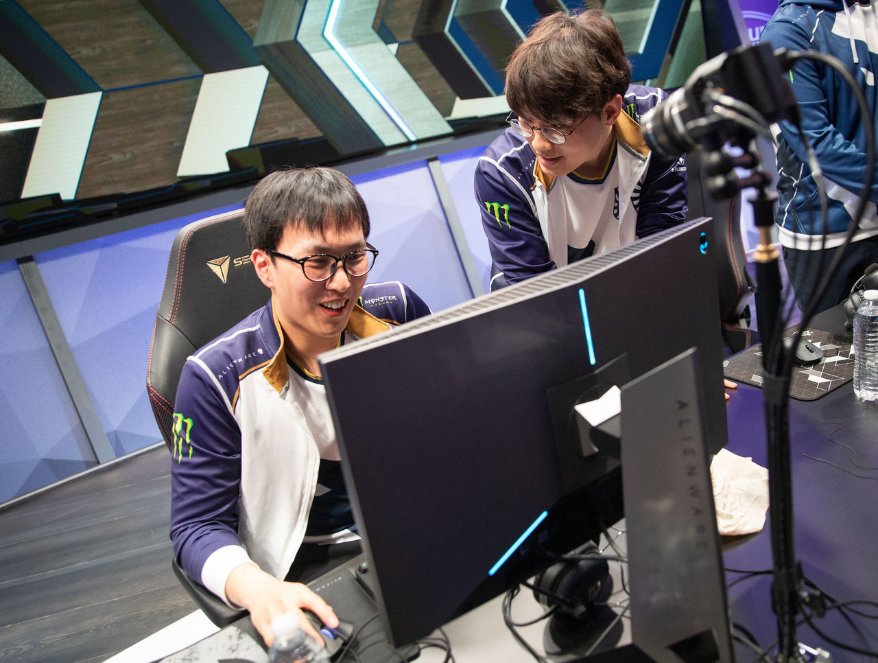 theScore esports Daily (April 15): G2 Esports set new LEC record and Team Liquid pull off reverse sweep to win LCS Spring Split